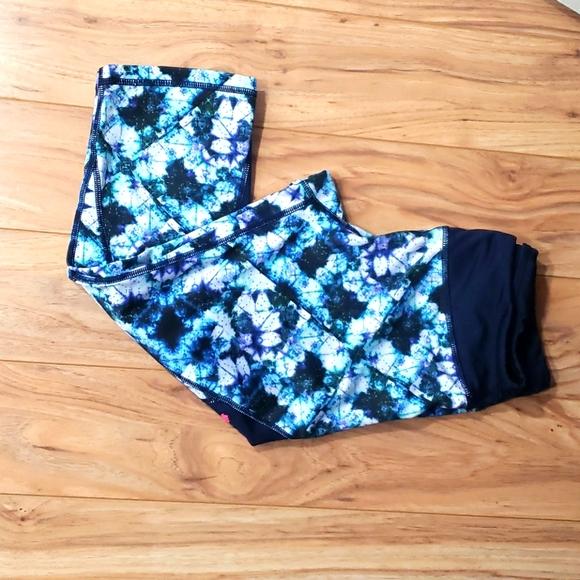Capri leggings by Pink Lotus